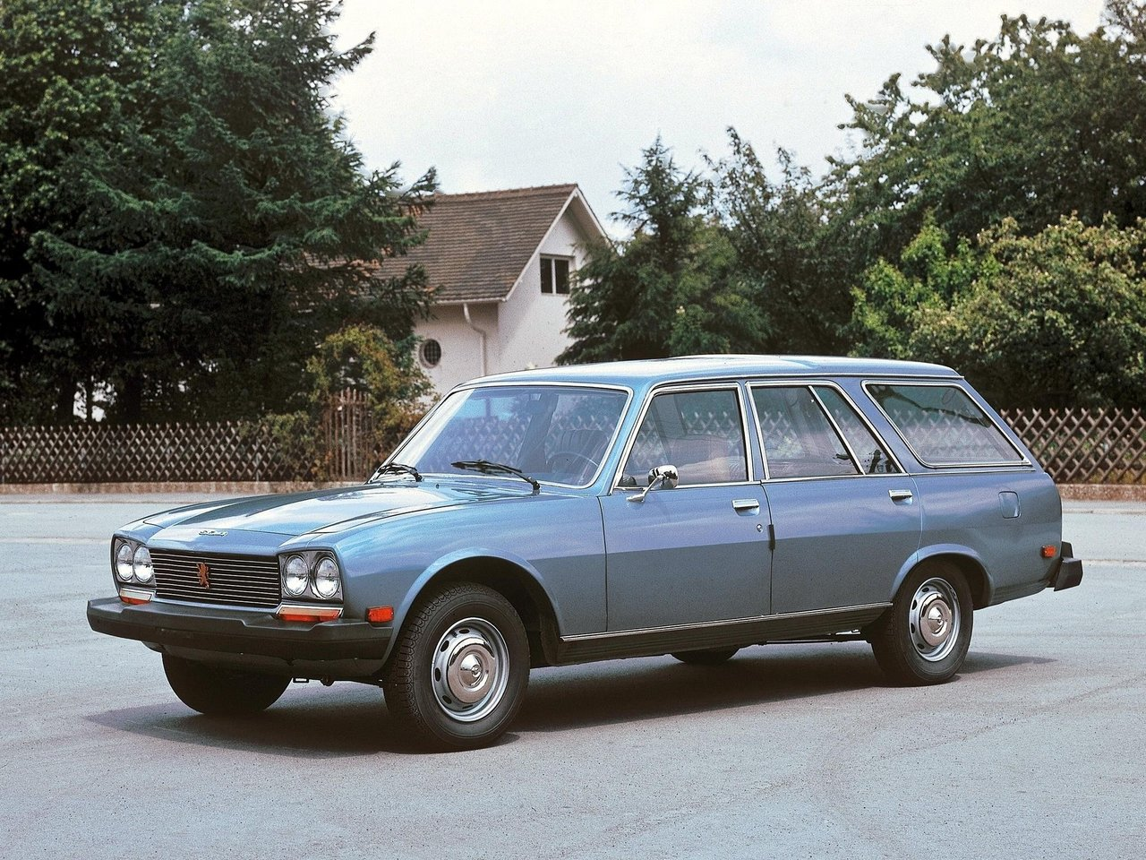 Peugeot 504 On Chedot